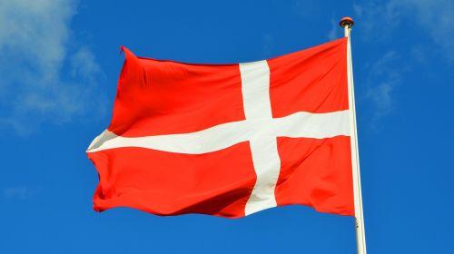 denmark,vėliava,dangus,Danijos vėliava,danish,mėlynas dangus,Tautinė vėliava,mojuoja vėliava,balta,vėjas,flagpole,raudona,debesys