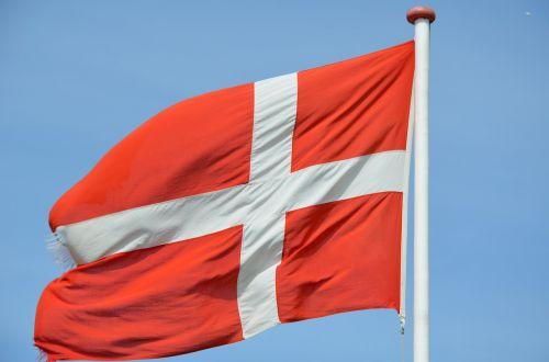 denmark,vėliava,Danijos vėliava,danish,mojuoja vėliava,flagpole,mėlynas dangus,tipiškas denmarkas,raudona,dangus,Tautinė vėliava,vėjas,Danijos pakrantės kraštovaizdis,plazdėjimas