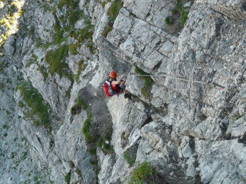 priklausyti,atsisakymas,kietas,pakabinti,alpinizmas,alpinistas,bergtour,kelionė,rizika,žygis,lipti,eksponuotos,drąsus,kalnas,Rokas,šaligatvis