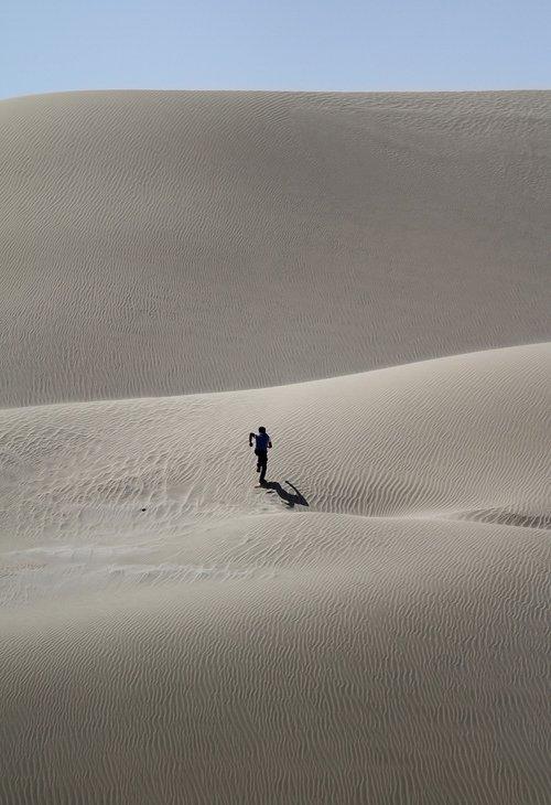 dykuma, vyras, žmogus, vien, žmogus, veikia, smėlis, kopos