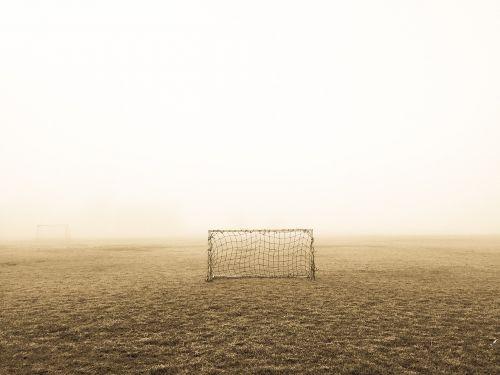 apleistas,laukas,rūkas,futbolas,tikslas,žolė,migla,neto,futbolas,sporto laukas