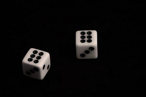 kauliukai,azartiniai lošimai,juoda,tikimybė,rizika,kazino,lošti,sėkmė,žaidimas,laimėti,žaisti,sėkmė,laisvalaikis,bet,turtas,pokeris,jackpota,pinigai,vegas,nugalėtojas,simbolis,piktograma,dizainas,kubas,priklausomybe