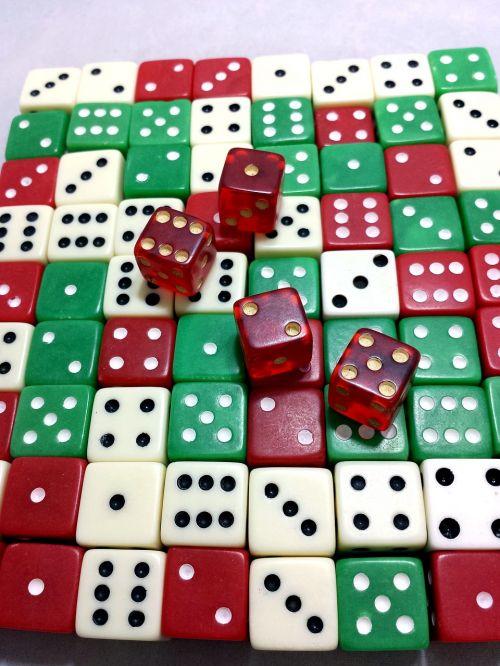 mirti,kauliukai,azartiniai lošimai,lošti,žaidimas,tikimybė,sėkmė,raudona,žalias,balta