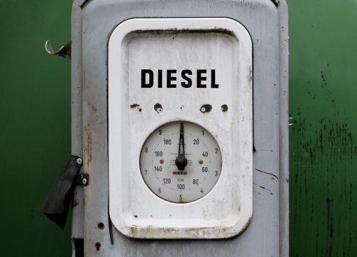 dyzelinas,kuro matuoklis,degalinės,pripildykite degalus,dujų siurblys,dujos,kuro,rezervuaras,istoriškai