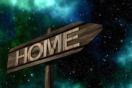 katalogas,namai,ženklai,mediena,Viršuje,skydas,kryptis,rodyklė,teisingai,pastaba,toli,pieva,žolė,atsipalaidavimas,Gimimo šalis,Gimtoji šalis,kilmės šalis,tėvynė,kilmė,vidaus