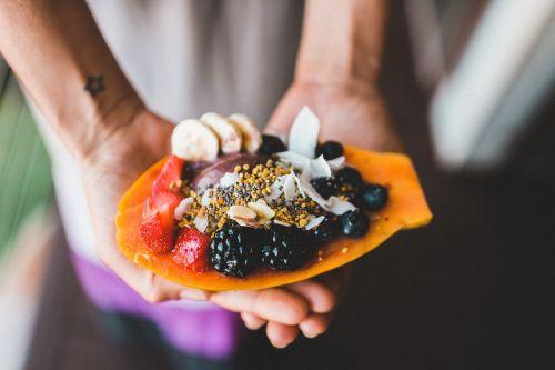 patiekalas,maistas,uogos,gervuogės,braškės,vaisiai,pietūs,maistas,plokštė,virtuvė,Veganas,vegetarinas,fruitarian,Sveikas maistas,sveikas,skanus,ekologiškas,sveikas maistas,organinis maistas,valgymas,šviežias