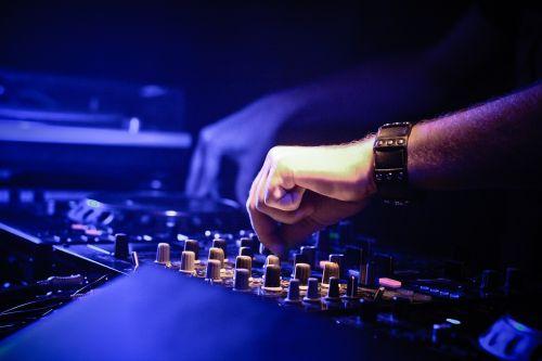 dj, menininkas, muzikantas, technikas, garsas, garso plokštė, įranga, muzika, sumaišyti