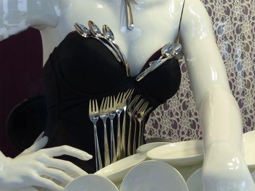 lėlės,porcelianas,sidabras,skilimas,aksomas,šakutė,šaukštas,rankos