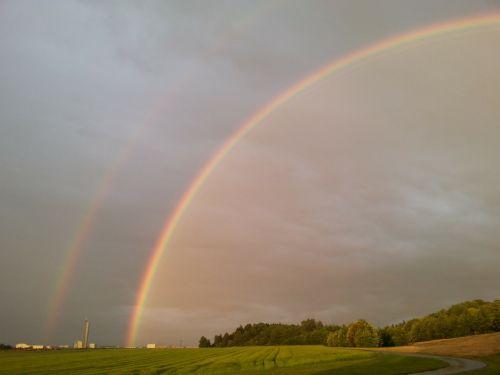 dviguba vaivorykštė,vaivorykštė,natuschauspiel,antrinė vaivorykštė,vaivorykštės spalvos,gamtos reiškinys,įspūdingas,spektras,saulės šviesa,refrakcija,dvigubas,spalvinga,oras,klimatas,saulėlydis,sulenktas,tamsi,griauna,mėlynas,žalias,geltona,raudona,lietus,orų reiškinys,atmosfera,meteorologija