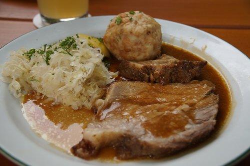 tešla, kepta kiauliena, zelo, maisto, maisto produktai, restoranas, vakarienė, kukulis, duona, balti, kopūstų, tamsiai, padažas, skrudinta, kiauliena, tradicinis, specialybė