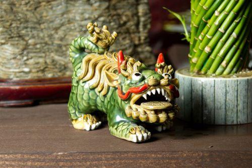 drakonas,Japonija,žalia drakonas,auksinis drakonas,skulptūra