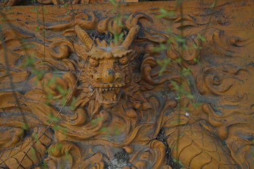 drakonas,skulptūra,bareljefas,auksas,geltona,kinų drakonas,drakonas galva,mitologija,fantazija,galva