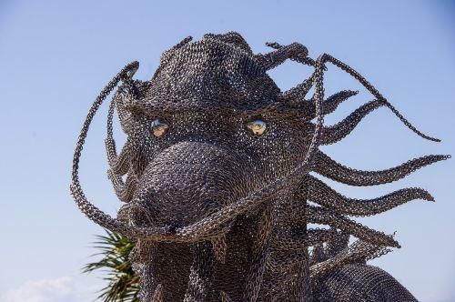 drakonas,galva,veidas,akys,blizgantis,didelis,modelis,skulptūra,grandinės jungtis,metalas,mitinis,šiuolaikinis,šiuolaikiška,mėlynas dangus,australia,paroda