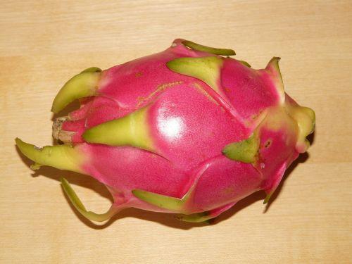 Drakono vaisius,pitahaya,pitaya,hylocereus monacanthus,kaktusas šiltnamius,vaisiai,valgyti,maistas,egzotizmas,saldus,sultingas,spalvinga,augalas,vitaminai,atogrąžų,kaktusiniai vaisiai,tropiniai kaktusiniai vaisiai