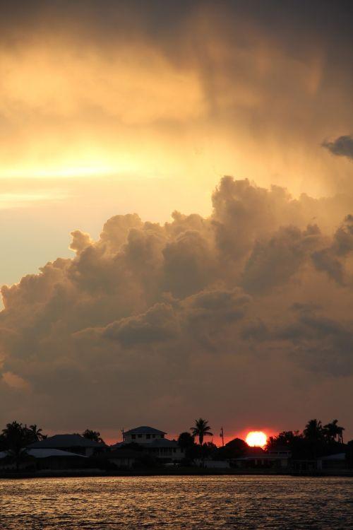 dramatiškas abendstimmung,audros debesys,abendstimmung,kubo debesys,debesys,afterglow,dramatiškas dangus,oro temperamentas,saulėlydis