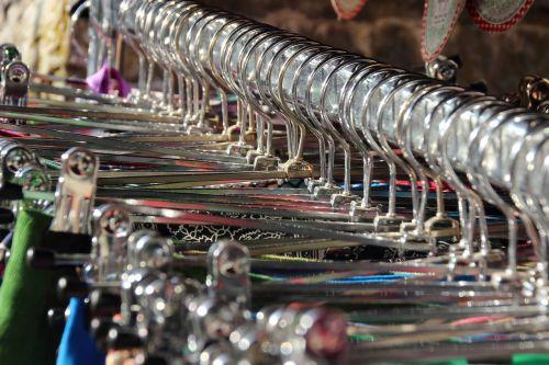 suknelės,apranga,Pakaba,lyginimas,metalas,šviesti,metalinis,priklausyti,parduoti,boutique,blusų rinka,suknelių kolekcija,senoviniai drabužiai