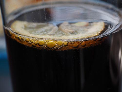 gerti,kola,coca cola,citrina,burbuliukai,smūgis,erfrischungsgetränk,troškulys,stiklas,atsipalaidavimas,putojantis,oro burbuliukai,blubber,rūgštus,vaisių,anglies rūgštis,pūslelinė,mineralinis vanduo,burbulas