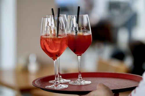 gėrimai, kokteiliai, alkoholio, atostogos, atgaiva, gerti, raudona, alkoholiniai gėrimai
