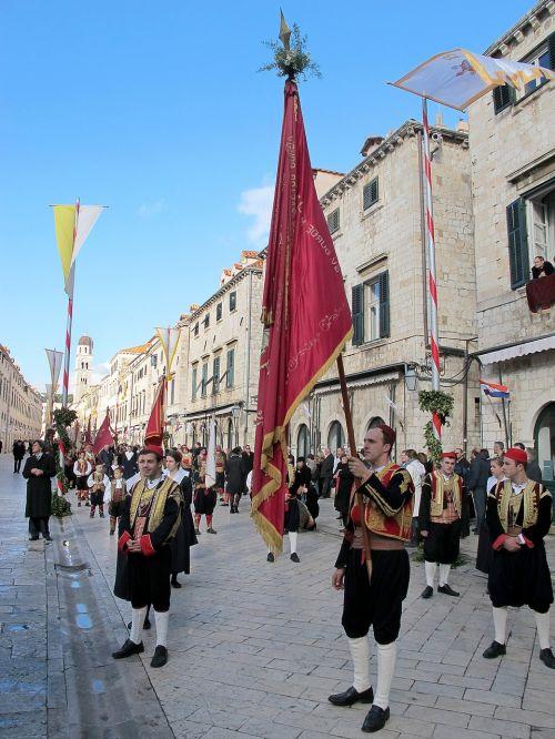 dubrovnik,procesija,st,blaise,vlaho,katalikų,bažnyčia,miestas,kroatija,šventė,religija,turizmas,senas,vasara,kelionė,architektūra,atostogos,akmuo,bokštas,Viduržemio jūros,gražus,vaizdas,gamta,mėlynas,grožis,fonas,spalvinga,jūra,tradicinis,kranto,istorinis,sala,Miestas,orientyras,Europa,viduramžių,istorinis,Kelionės tikslas,europietis,pritraukimas,adrijos regionas,Dalmatian,stiprinti,sienelės,turistinis,vaizdingas
