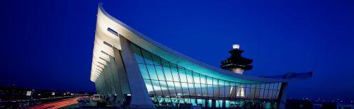 dulles,oro uostas,pastatas,oro uosto pastatas,architektūra,kontrolės bokštas,oro eismo kontrolė,bokštas,oro linijų bendrovės,stogas,klirensas,terminalas,atc unit,tarptautinis,naktis,nuotaika,usa,virginia,šiaurės valstybės,Šiaurės Amerika,naktiniai žiburiai,naktinė nuotaika,apšviestas,carol m highsmith