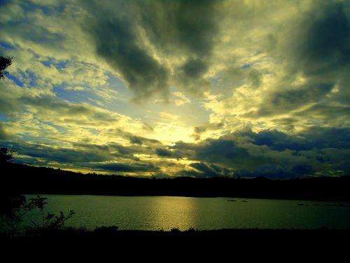 dusk,dangus,debesys,vasara,nustatymas,kraštovaizdis,saulės spinduliai,aukso saulėlydžio,gamta,žiemą,vakarinis dangus,ežeras,lauke,vakaras,natūralus,gražus,vakaro dangus,vanduo,peizažas,atspindys,upė kaveri,Pietų Indija,Indija