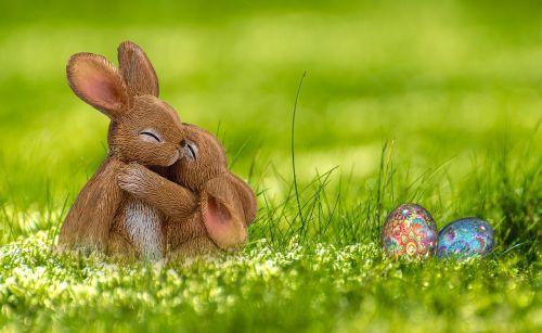Velykos,Velyku Triusis,kiškis,pavasaris,atvirukas,Velykų kiaušiniai,linksmų Velykų,mielas,Velykos figūros,Velykų apdaila,kiaušinis,pieva,apkabinti,foto montavimas,komponavimas,fantazija,Velykos tema,saldus,kiaušinio formos,Velykos šventė