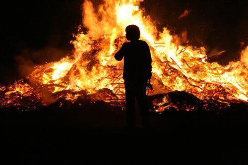 Velykų Ugnis, Ugnis, Liepsna, Velykos, Laužavietė, Medžio Ugnis, Blaze, Deginti, Muitinės