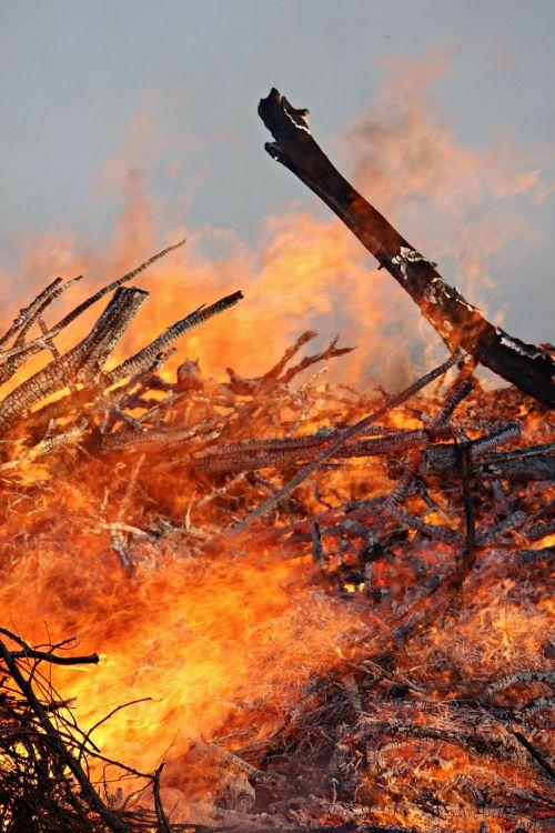 Velykų Ugnis, Ugnis, Heiss, Medžio Ugnis, Liepsna, Deginti, Muitinės, Blaze, Mediena, Ugnies Šviesa