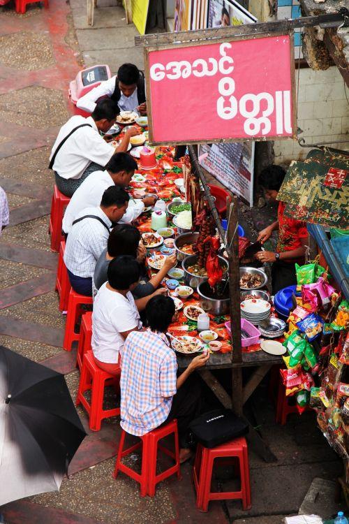 valgyti,maisto gatvė,sėdėti,žmogus,mianmaras