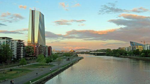 ecb,Frankfurtas,Europos centrinis bankas,dangoraižis,bankas,euras,pagrindinis metropolis,Hesse,finansai,mainhatten,centrinis bankas,architektūra,pinigai,pagrindinis,Promenada,vakaro saulė