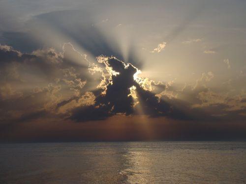 užtemimas,debesų danga,saulė,debesys,gamta,vaizdas,saulėlydis,peizažai,dangus,oras,spinduliai,gamtos grožis,peizažas,grožis,vakaruose