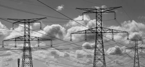 elektra,pilonas,sūnus,kabeliai,jėgos linija,aukštos įtampos,elektros kabeliai,debesys,metalas,struktūra