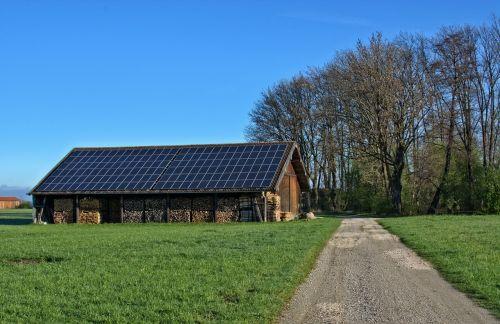 energija,saulės energija,mediena,saulės energija,fotoelementas,Alternatyvi energija,alternatyva,tvartas,atsinaujinanti energija,skalė,Žemdirbystė,pastatas,ūkio pastatai,atsargos,žemės ūkio,medinė konstrukcija