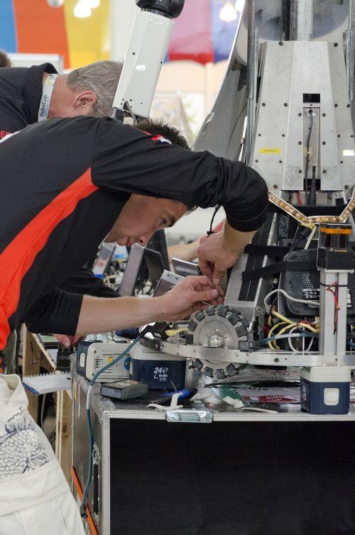inžinierius,robotų technika,informatika,studentas