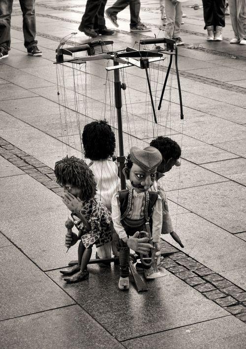 pramogos,spektaklis,lėlės,gatvė,stygos,takai