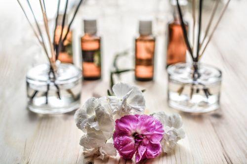kvapas, lazdos, kvepalai, aromatiniai, aromatas, aromaterapija, kvapas, Kvepalai, kvapas, terapija, butelis, esmė, medinis, atsipalaiduoti, atsipalaidavimas, sveikata, prabanga, gamta, natūralus, apdaila, esminis, jausmai, harmonija, kompozicija, namai, alyvos, stiklas, sveikas, eteriniai aliejai
