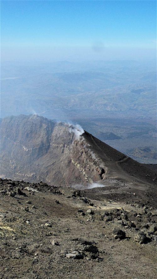 etna,italy,vulkanas,krateris,vulkaninis krateris,kalnas,sieros dūmai,garai,siera,aktyvus,sicilija