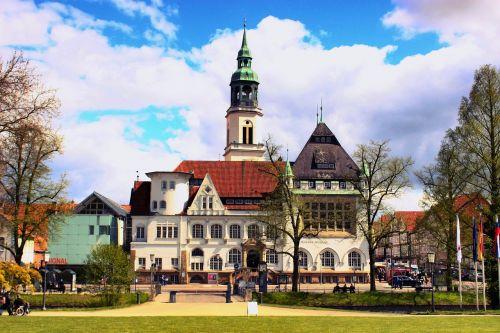 Europa,kelionė,bažnyčia,peizažas,turizmas,orientyras,architektūra,kelionė,dangus,sezonas,miestas,mėlynas,vaizdingas,pastatas,aplankyti,kelionė,kelionė,europietis,atostogos,Miestas,pavasaris