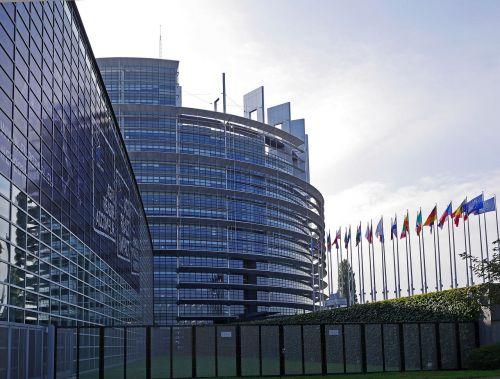 Europos Parlamentas,Strasbourg,architektūra,eu,Europos Sąjunga,france,Alsace,pastatas,rotunda,Europos miestas,vėliavos,vėliavos miškas,nacionalinės vėliavos,parlamentas,šiaurės rytų pusėje,prieiga