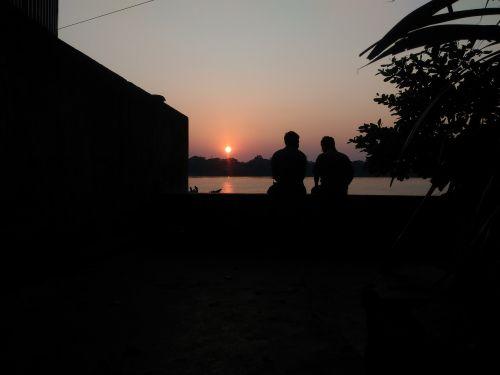 vakarinis dangus,vakaro saulė,draugai,Draugystė,ryto saulė,upės krantas,riverside,saulė,saulėlydis