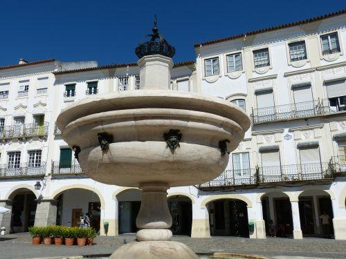 evora,portugal,Senamiestis,erdvė,turgus,fasadas,fontanas,arcade,arcade,arka,balkonas,karūna