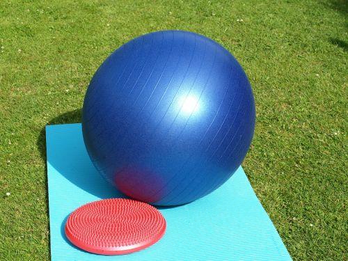 naudotis kamuoliu,balansinė pagalvė,gimnastika,rutulys,Sportas,fitnesas