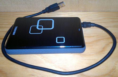 išorinis kietasis diskas,usb,saugojimas,atmintis,atsiminimai,išorinis kietasis diskas,Toshiba 1 tb išorinis usb,blykstė,technologija,kompiuteris,ryšys,duomenų perdavimas,mokymas,įranga,nešiojamas,aksesuaras,skaitmeninis,elektronika,jungtis,usb kištukas,kabelis,laidas,specifikacijos,viela,Prisijungti,galva,apkrova,įkroviklis,adapteris,tinklas,Domkratas,įkrovimo kabelis