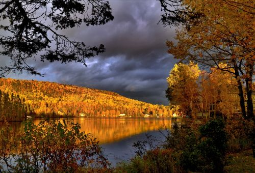 kritimas,rudens kraštovaizdis,lapija,medžiai,ežeras,apmąstymai,rudens lapai,spalvos,vanduo kritimo,šiltos spalvos,kraštovaizdis,vanduo,gamta,kritimo spalvos,kalnas,ramybė,québec,Kanada