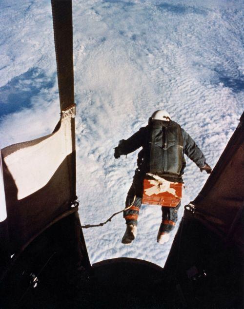 fallschrimsprung,įrašyti,joseph kittinger,1960,aukščio įrašas,Ekstremalus sportas,labai,parašiutautojas,parašiutiniai musės,skristi