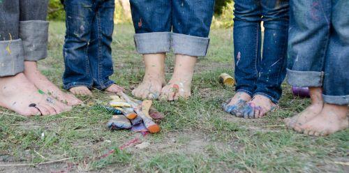 šeima,šeimos nuotraukos,pėdos,vaikai,dažyti,dažymo teptukai,dažymas