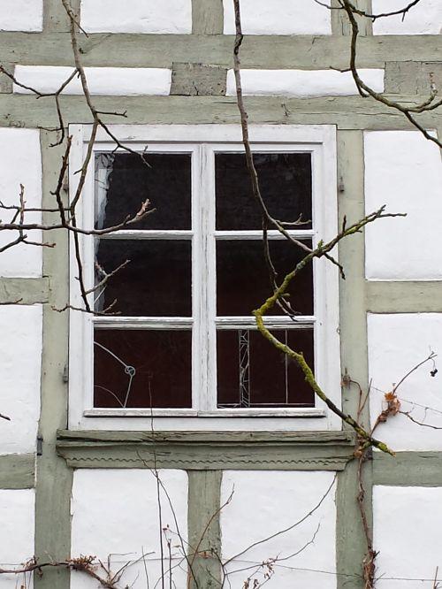 sodyba,langas,santūra