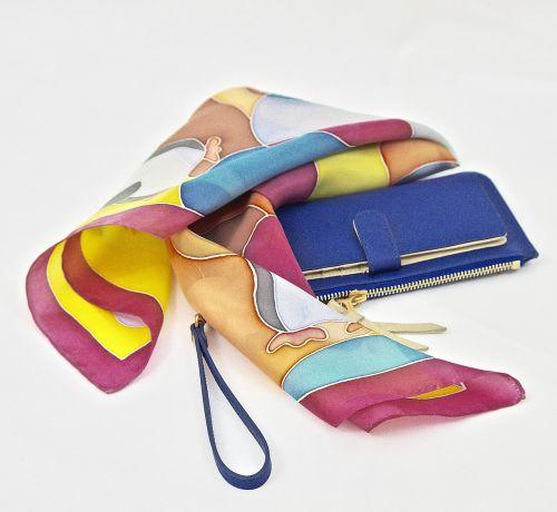 mada,skara,Moteris,stilingas,glamoras,prabanga,madinga,spalva,mažas krepšys,mėlyna krepšys,daugiaspalvis skara,boutique