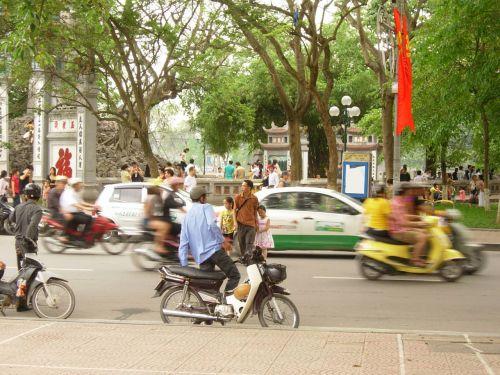 Vietnamas, Hanojus, Hoan, kiem, variklis, dviratis, tėvas ir dukterys Hanojus gatvėje