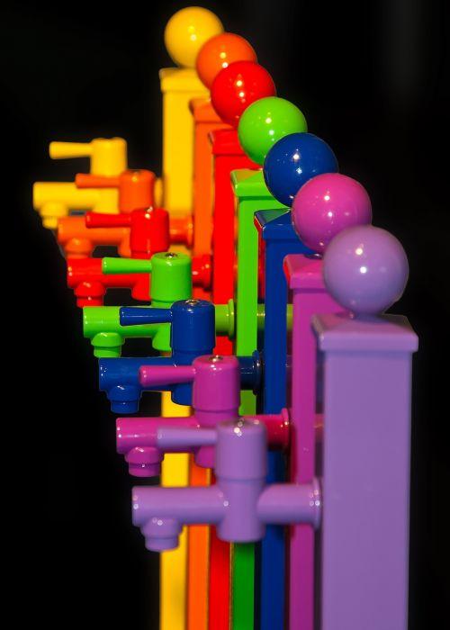 čiaupas,spalvinga,spalvotas plastikas,farbenspiel,objektas,plastmasinis,spalva,gartendeko,šviesus,vaivorykštės spalvos,žalias,geltona,raudona